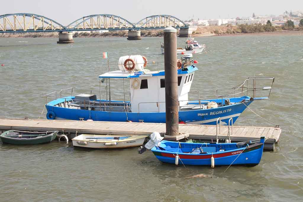 Fischerboote im Hafen von Portimao in Portugal