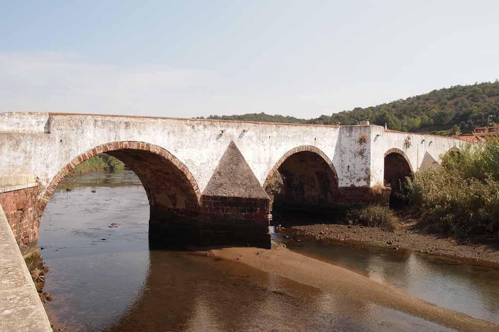 Römische Brücke in Silves, Algarve Portugal