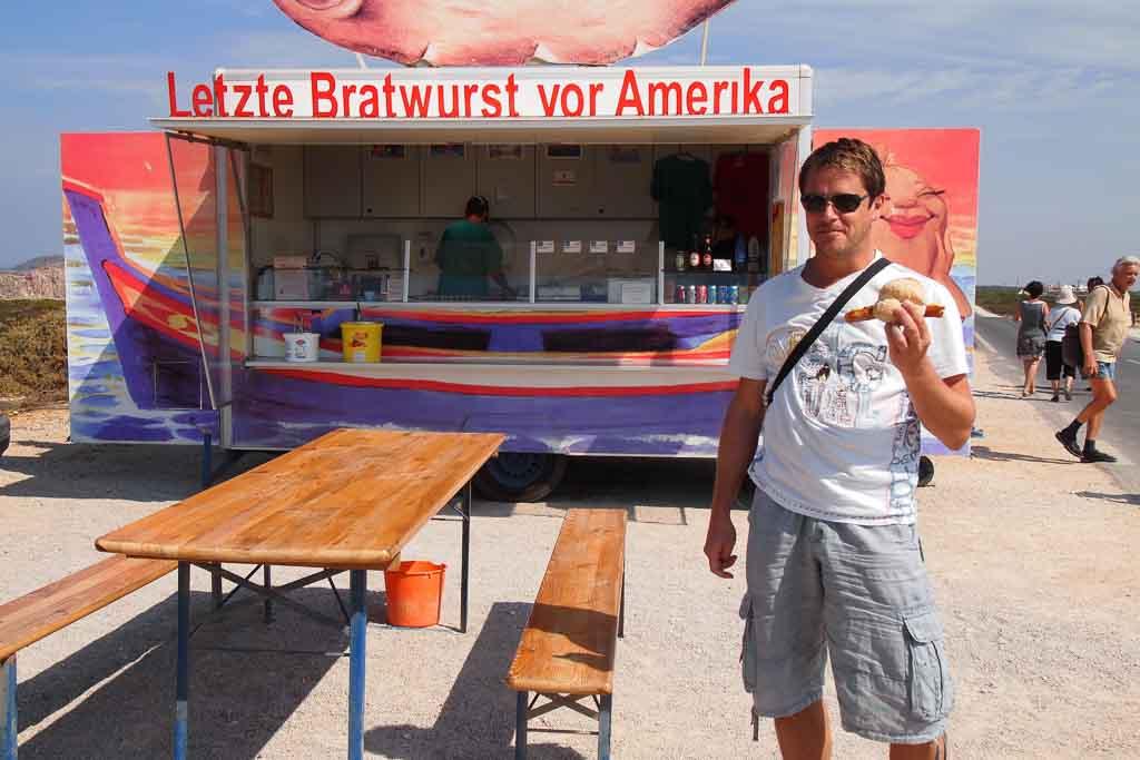 Letzte Bratwurst vor Amerika am Cabo de Sao Vicente