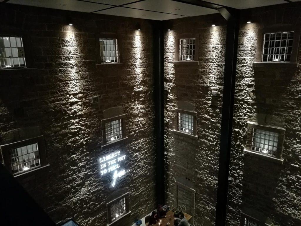 Blick vom schwebenden Saal ins Restaurant im Hotel Liberty Offenburg
