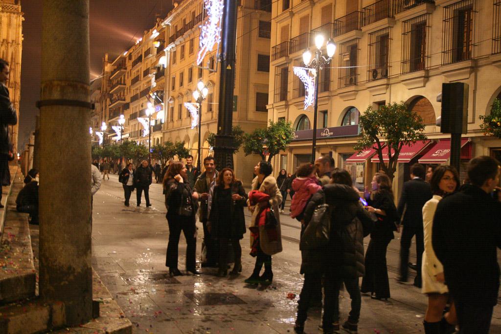 Reges Treiben in der Neujahrsnacht in Sevilla - Andalusien
