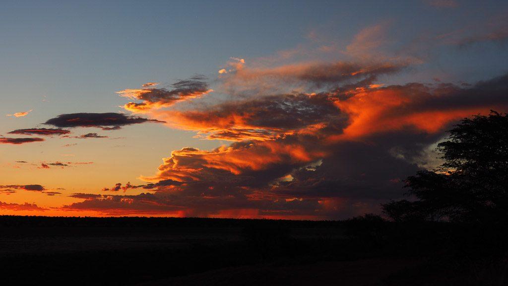 Gewitterwolken in der Kalahari