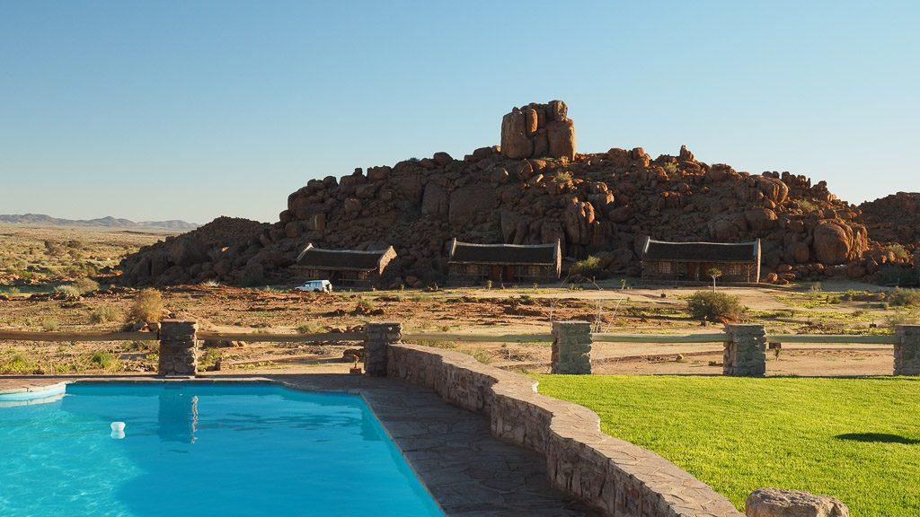 Pool in der Wüste im Gondwana Canyon Village
