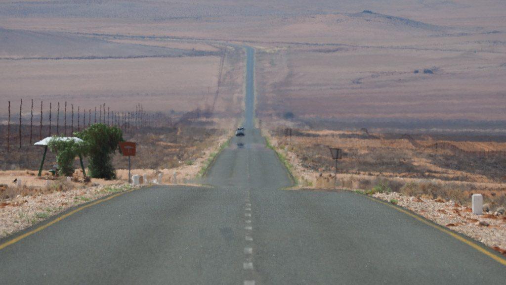 Straße durch die Wüste Namib in Namibia