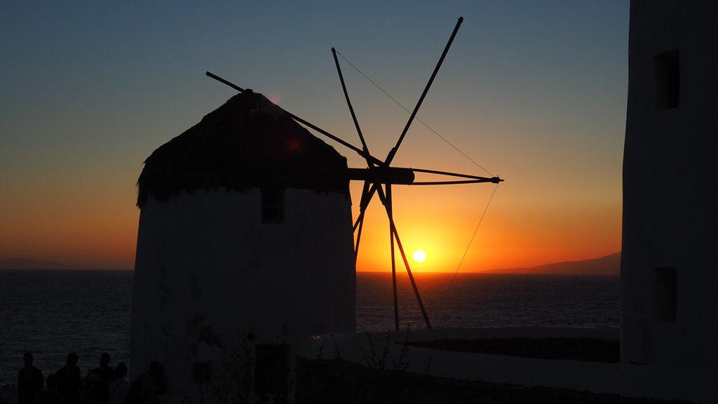 Windmühle bei Sonnenuntergang in Mykonos Stadt
