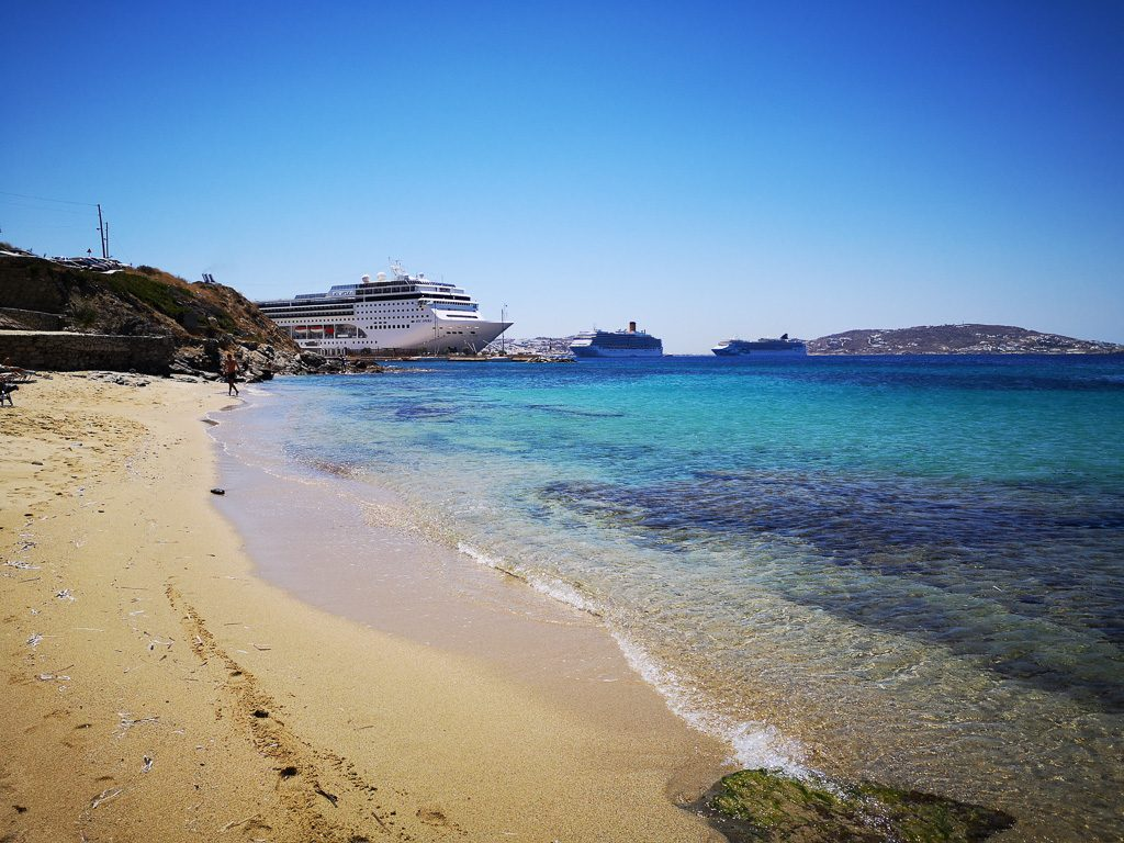 Kreuzfahrschiffe bei Agios Stefanos