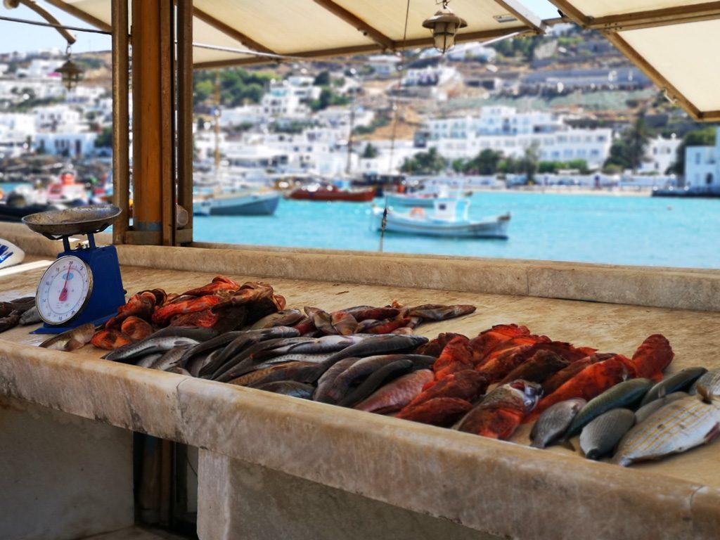 Fischtheke im alten Hafen von Mykonos
