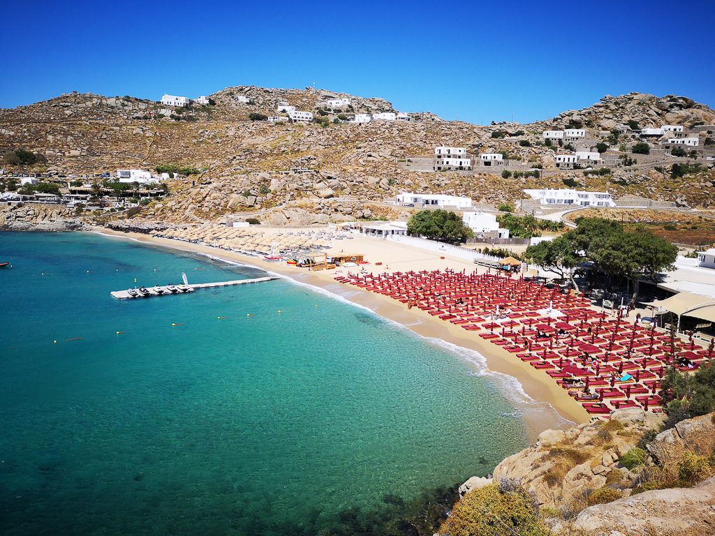 Der Party Strand Super Paradise Beach auf Mykonos