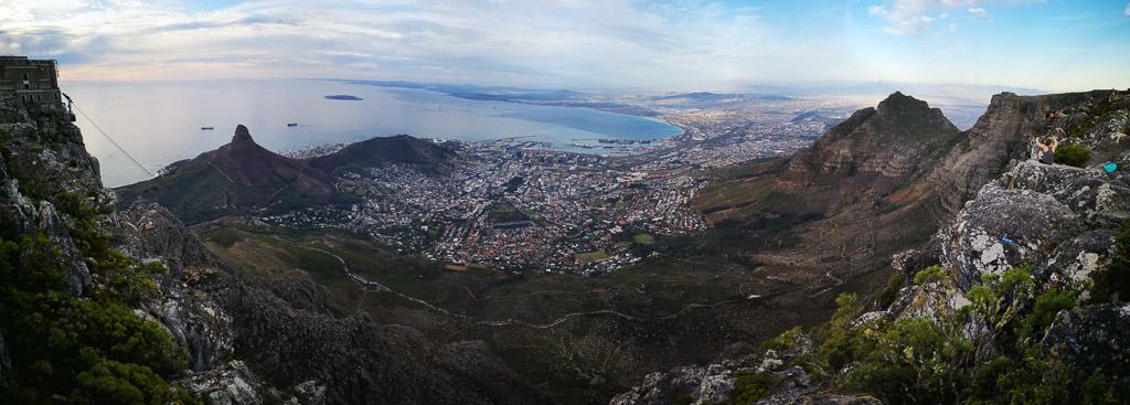Panoramafoto vom Tafelberg mit Blick auf Kapstadt und den Lions Head