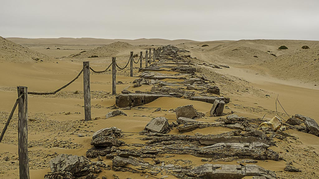 Alte Gleisanlage in der Wüste bei Swakopmund