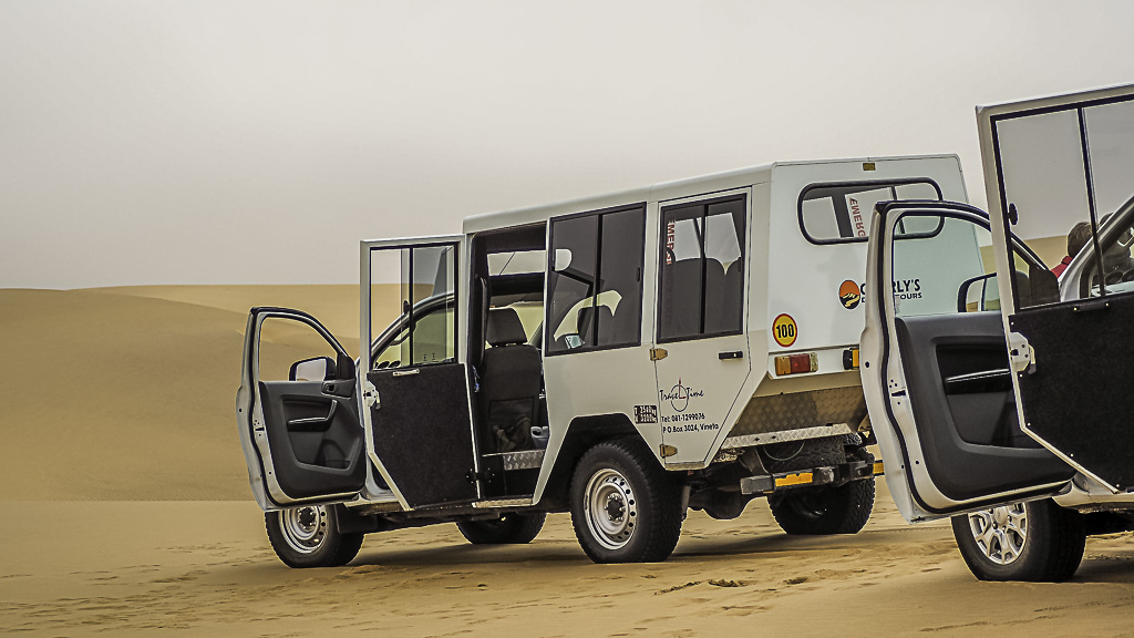 Mit Allrad auf der Living Desert Tour in Namibia unterwegs
