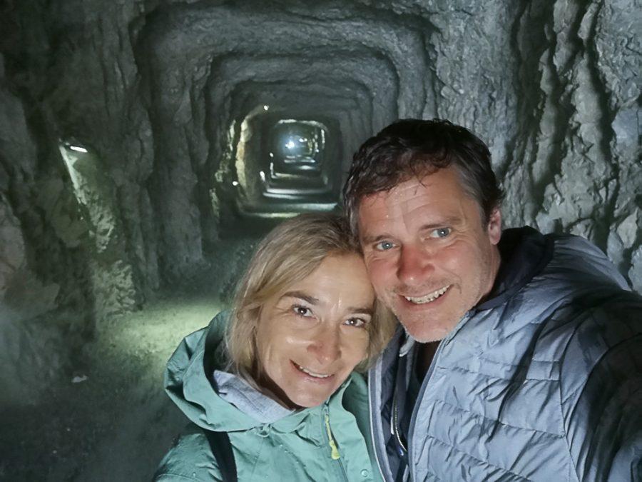 Daniela und Thomas im Eingangsstollen der Eisriesenwelt
