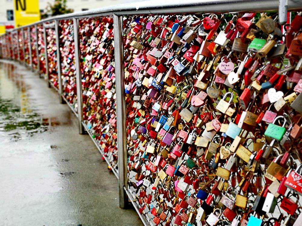 Liebesschlösser auf dem Makartsteg in Salzburg
