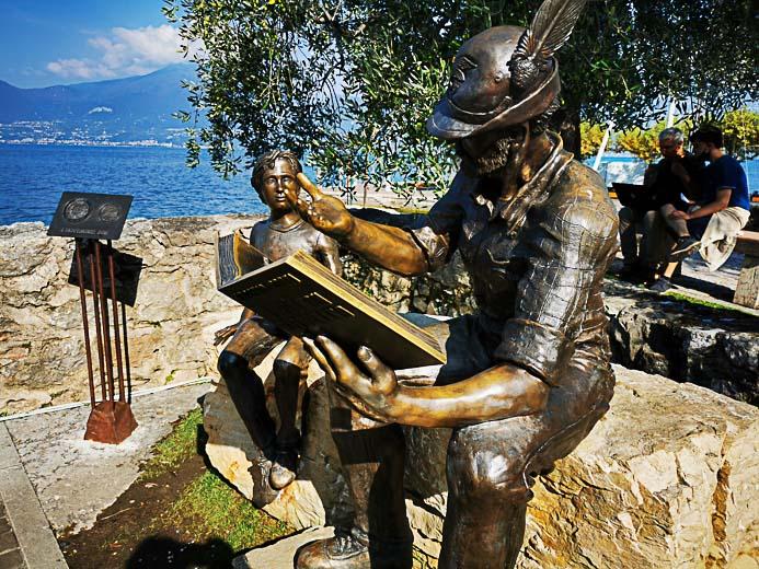 Statue am Hafen von Torri - Gardasee
