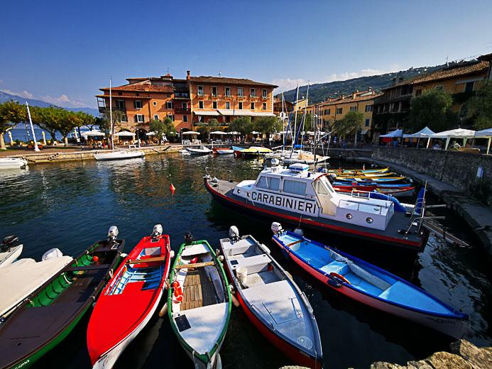 Am Hafen von Torri - Gardasee
