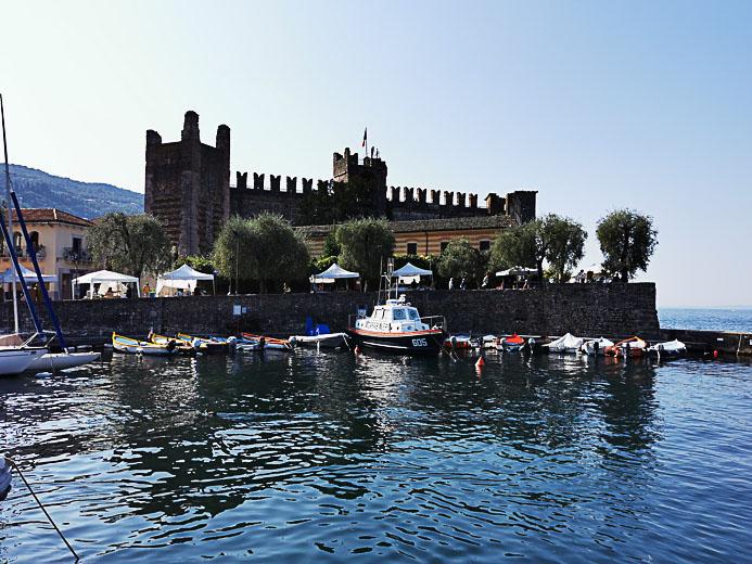 Die Burg am Hafen von Torri - Gardasee