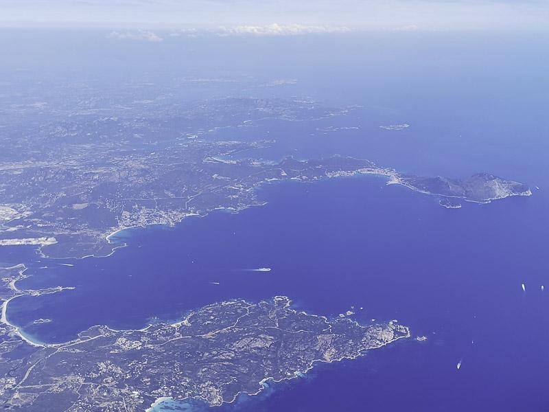 Foto: Blick auf die Küste von Sardinien und unser SegeltörnGebiet im Nordosten